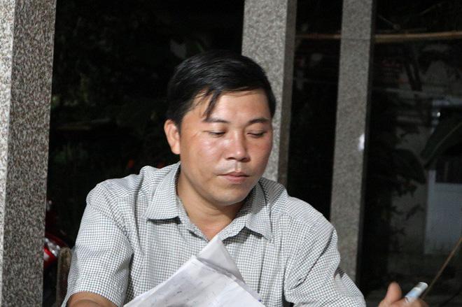 Trưởng thôn Nguyễn Hữu Phú cho hay làng Lương Điền phải chia lịch để đưa tang những người xấu xố