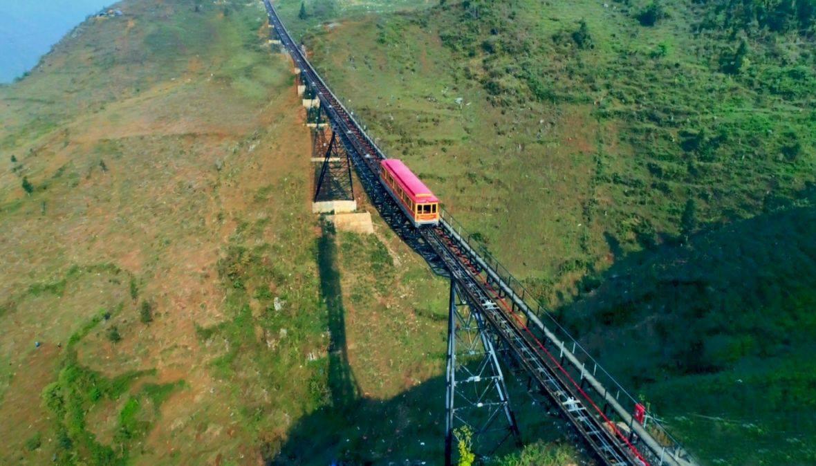 Bạn có thấy kích thích khi nhìn ngắm tàu hỏa leo núi này không (Ảnh: Internet)