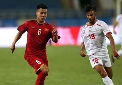 Vẫn như thường lệ, Văn Thanh là gương mặt thi đấu ấn tượng với khả năng lên công về thủ liên tục, anh và Công Phượng đã tạo ra bộ đôi tấn công ăn ý bên cánh phải. Tuy nhiên trong một phút lơ là, Văn Thanh đã để cho cầu thủ U23 Uzbekistan thoải mái ghi bàn trong thế trống trải.