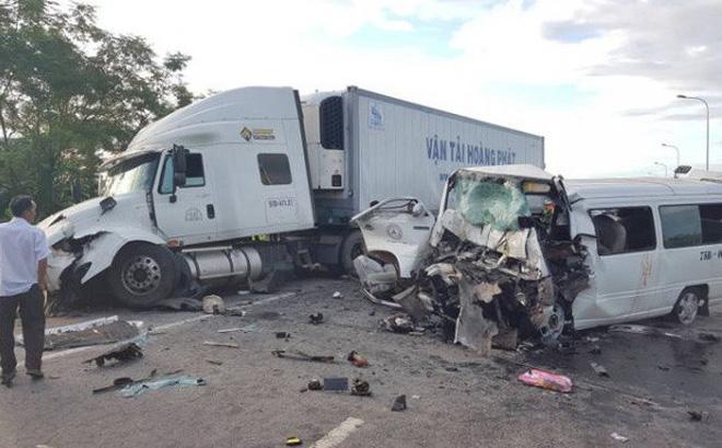 Hiện trường vụ tai nạn kinh hoàng.