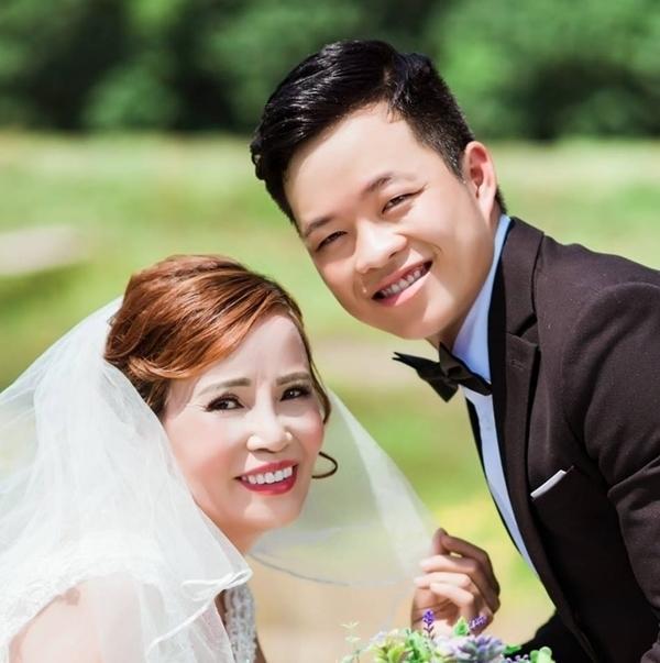 Chú rể Hoa Cương đang rất hồi hộp chờ đến ngày chính thức diễn ra hôn lễ.