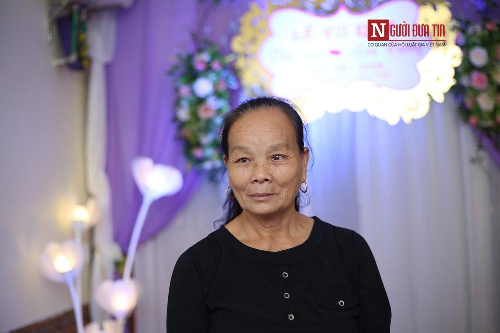 Bà Lương Thị Phùng chia sẻ cảm xúc của mình.