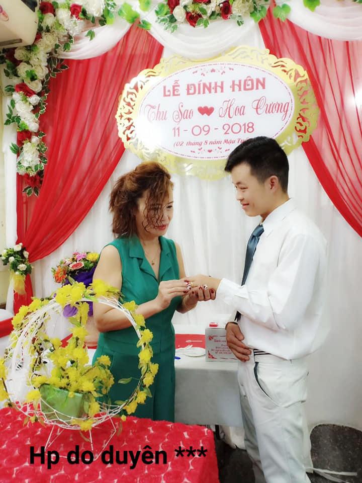 Trong tiệc sinh nhật lần thứ 62 của Thu Sao, cặp đôi đã trao nhẫn đính hôncho nhau.