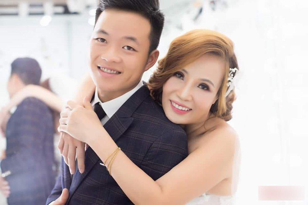 Chuyện tình của dâu 61 và chú rể 26 ở Cao Bằng từng khiến nhiều người xôn xao.