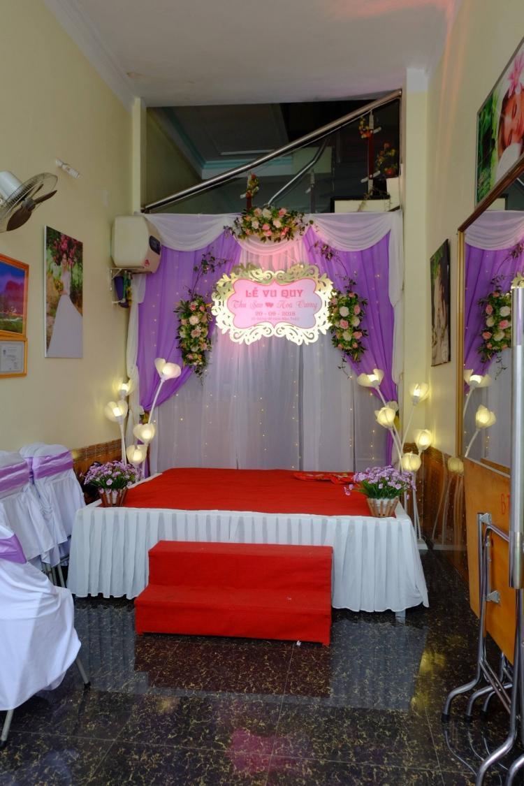 Không gian lễ cưới ấm cúng, lãng mạn.