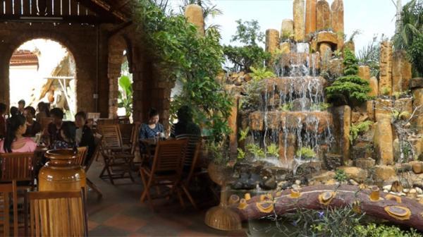 Ngồi ở đây, thực khách sẽ vừa được uống những tách cafe ngon vừa được tận hưởng cảnh đẹp. (Nguồn: Internet)