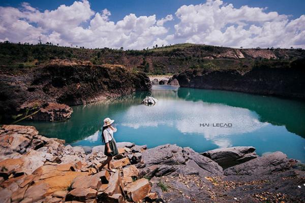 Hồ đá xanh thực chất là một công trình thủy điện. (Nguồn: Hailecao.Photographer)