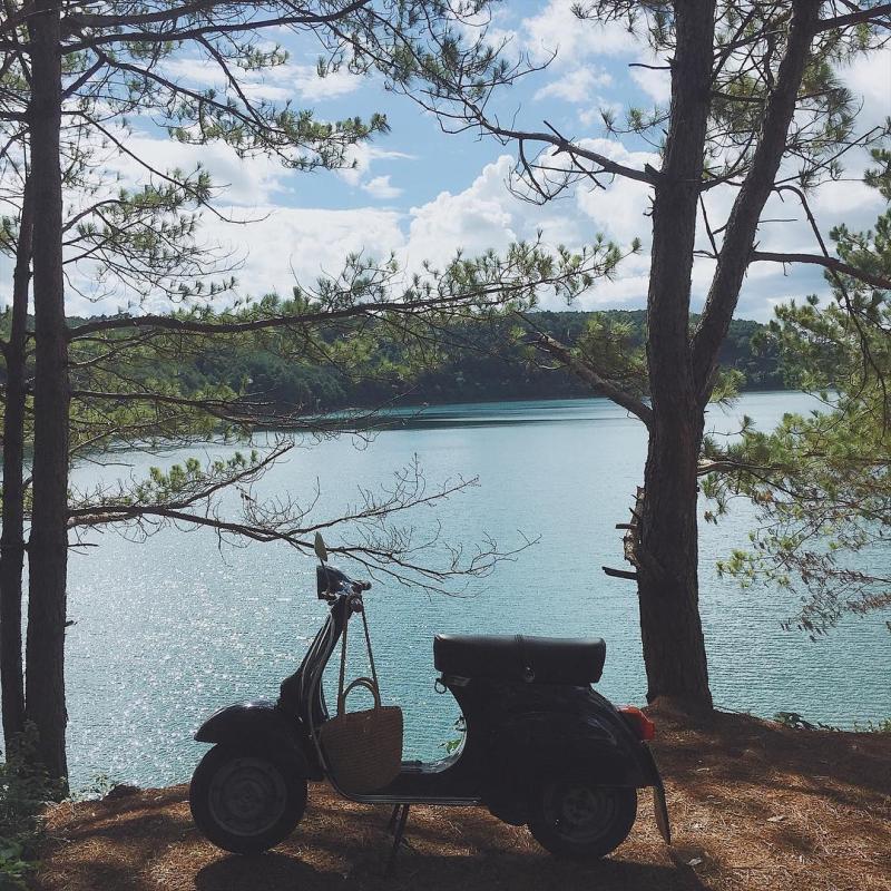 Thiên nhiên Tây Nguyên dẫu có khắc nghiệt hay nắng hạn đến đâu nhưng nước ở hồ chưa bao giờ cạn. Hồ T