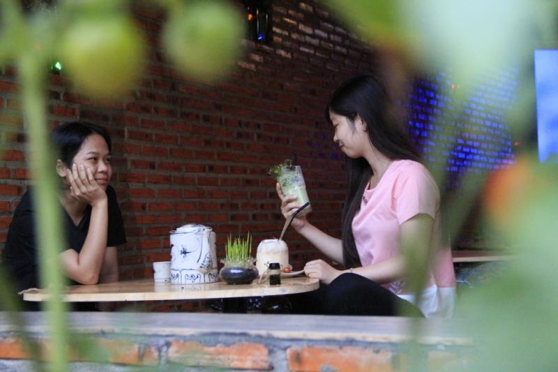 Thực khách đến với quán có thể thưởng thức loại sinh tố xà lách độc nhất vô nhị. Ảnh: Trang Anh.
