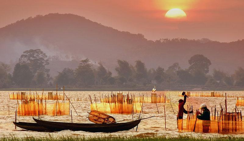 Bình Minh ở hồ Lăk. Ảnh: Didauchoigi.
