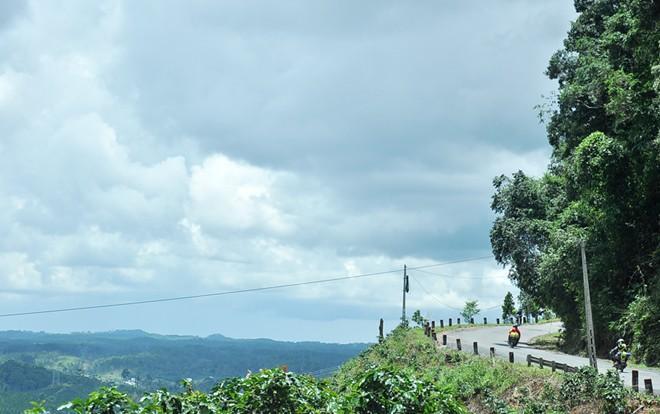 Đèo Chuối có những đường dốc quanh co. Ảnh: Zing