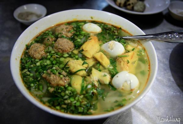 Qua đèo Tà Pứa, đi không xa nữa là đến thị trấn Đạ M'Ri, trở lại QL20. Đến Bảo Lộc, tôi nghỉ chân, thưởng thức bánh canh cá lóc.