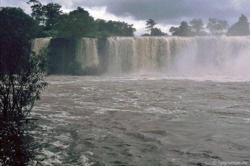 Thác Dray Sap, một thác nước nổi tiếng của Tây Nguyên nằm cách Buôn Ma Thuột khoảng 12km. Ảnh: Hans-Peter Grumpe.