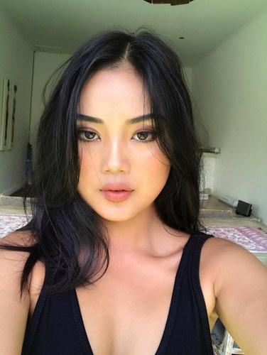 Dù chỉ cao vỏn vẹn 1m52 nhưng hot girl Tây Nguyên Đinh Thị Phương Thảo (sinh năm 1992 tại Buôn Ma Thuột) khiến dân tình phải