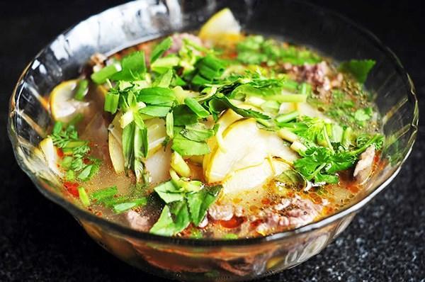 Cá Lăng: Cá lăng nướng là món ngon với những hương vị béo, thơm, ngọt, đậm đà. Cá lăng nướng cuốn bánh tráng ăn cùng các loại rau: khế, chuối chát, dứa, húng, quế,… là món ăn lạ miệng. Lẩu cá lăng nấu canh chua là một món ngon giải nhiệt, bổ dưỡng, được nhiều người lựa chọn trong mùa hè.