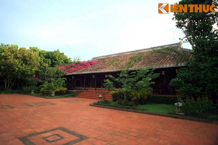 Điểm hấp dẫn nhất ở nơi đây là khu thưởng thức, với ba gian nhà theo phong cách những ngôi nhà rường cổ ở Huế được bao quanh bởi những vườn cây xanh tốt.