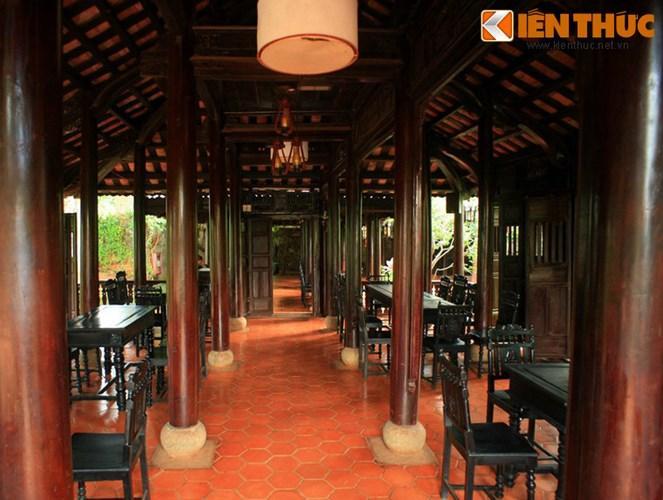 Ở đây, du khách sẽ được ngồi thưởng thức những tách cà phê thơm nồng trong không gian trầm mặc cổ kính đậm chất Việt.
