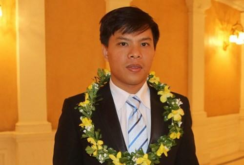 Thầy Lê Quang Nhân tại Lễ tuyên dương gương người tốt, việc tốt, đổi mới sáng tạo trong dạy và học năm học 2016 - 2017