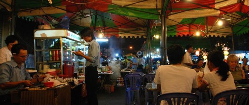 Ăn đêm ở thành phố Hồ Chí Minh (Ảnh: William Cho / Flickr)