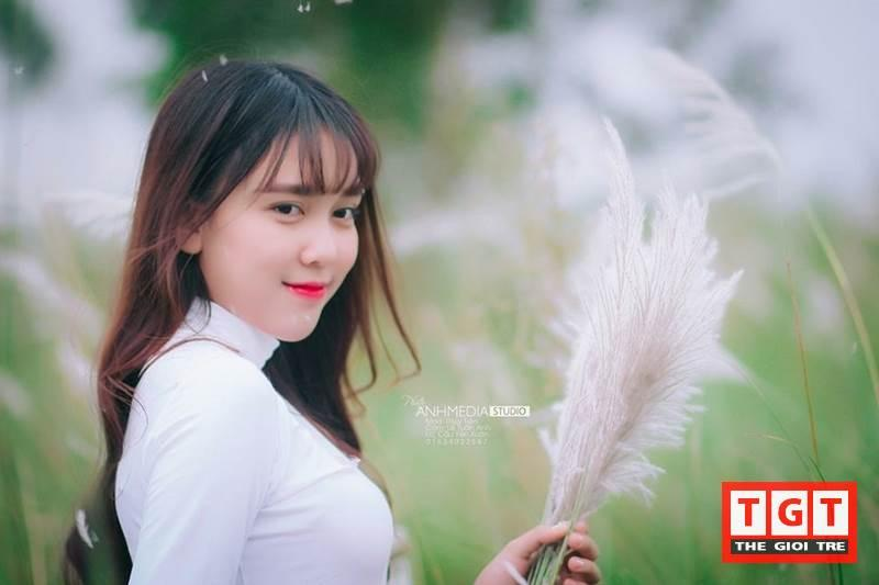 Thủy Tiên tên đầy đủ là Nguyễn Ngọc thủy Tiên, sinh năm 1998. Cô sinh ra và lớn lên ở thành phố Buôn Ma Thuột. Hiện tại, Thủy Tiên đang là sinh viên năm 2 khoa Luật Đại Học Vinh, thành phố Vinh, tỉnh Nghệ An.