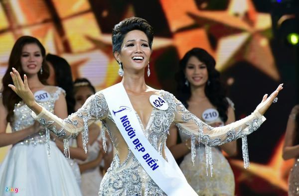 Tân Hoa hậu Hoàn vũ Việt Nam là người dân tộc Ê Đê và có làn da nâu khỏe mạnh.