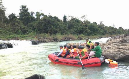 Đoàn kiểm tra thực nghiệm sản phẩm du lịch bơi thuyền dưới chân cụm thác Dray Sáp Thượng - Dray Nur...