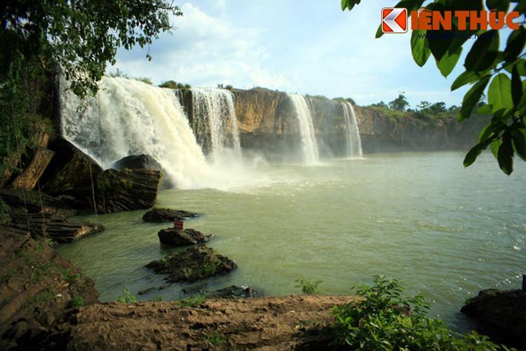 Đắk Lắk nổi tiếng là địa phương sở hữu nhiều thác nước bậc nhất Việt Nam. Nổi bật trong số đó là cụm thác Gia Long, Dray Nur, Dray Sap thuộc sông Serepôk. Cụm thác đã được quy hoạch thành khu du lịch sinh thái với các loại hình dịch vụ phong phú, là điểm đến lý tưởng ở Đắk Lắk dịp Tết.