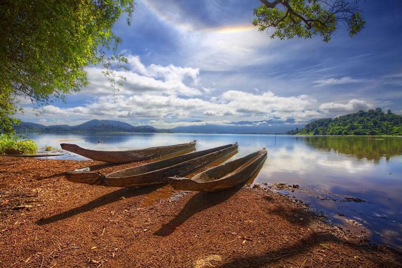 Hồ Lăk nằm bên thị trấn Liên Sơn (Lạc Thiện) huyện Lắk, cách thành phố Buôn Ma Thuột khoảng 56 km về phía Nam theo quốc lộ 27. Ảnh: Didauchoigi.