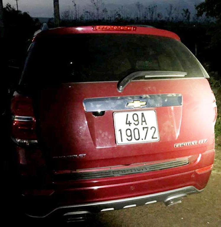Chiếc xe ô tô vi phạm bị lực lượng Cảnh sát giao thông bắt giữ.