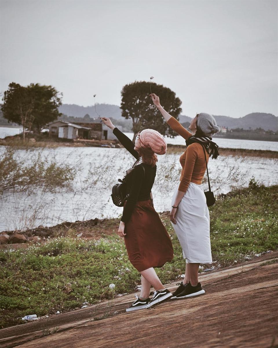 Vẻ đẹp nghệ thuật ở hồ Ea Kao quyến rũ bao du khách du lịch Đắk Lắk. (Ảnh: Phùng Thị Cẩm Thu)