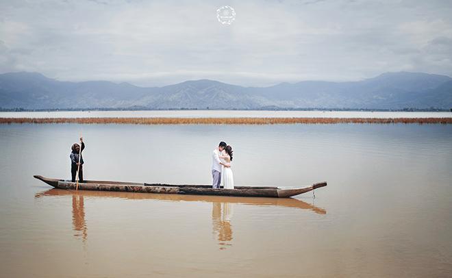Không gian hồ Ea Kao vẫn mang đậm nét hoang sơ. (Ảnh: Tài Linh Photography)
