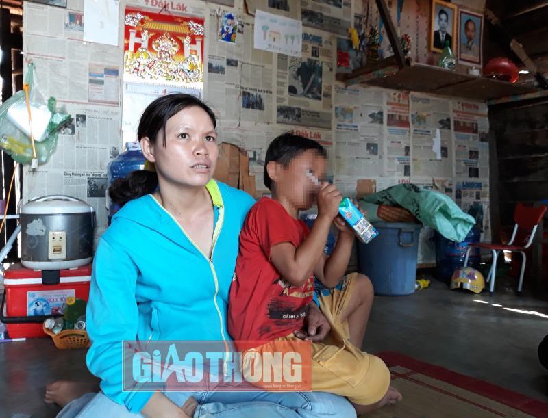 Bà Triệu Thị Ngọc Nga (mẹ học sinh Nguyên)