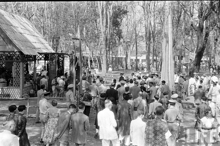 Quảng cảnh tại khu vực diễn ra Hội chợ kinh Tế Buôn Ma Thuột năm 1957. Ảnh: Life.