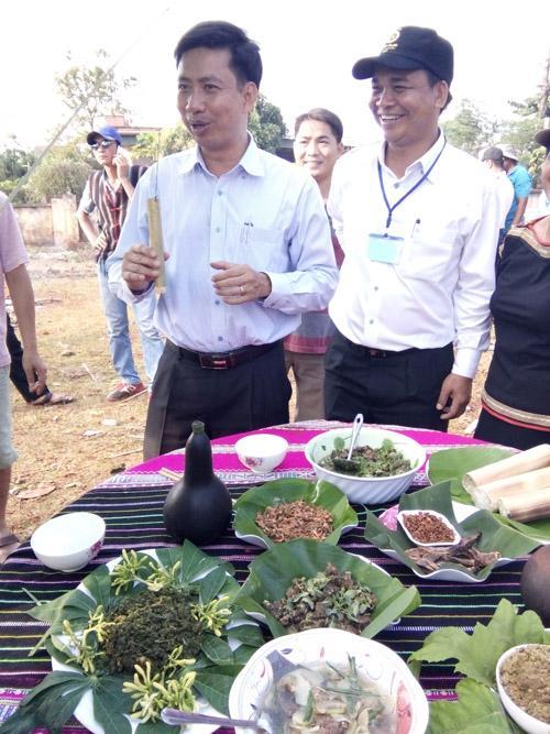 Các món ăn từ kiến vàng tại lễ hội cồng chiêng Tây Nguyên