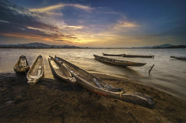 Cảnh tượng trên Hồ Lắk thơ mộng.
