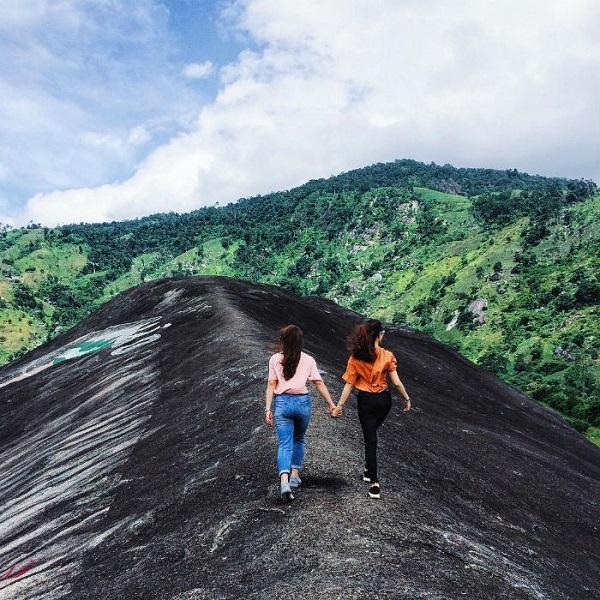 Tảng đá Voi Mẹ khổng lồ, điểm đến cực kỳ thu hút du khách khi du lịch Đắk Lắk.