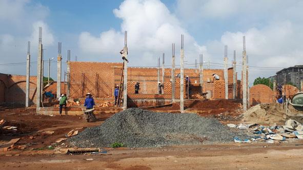 Hoạt động xây dựng ở khu vực phường Tân Lợi.