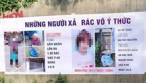 Hình ảnh 2 người xả rác trước cửa nhà người khác bị bêu tên trên tấm phông bạt cỡ lớn. Ảnh Nguyễn Văn Hoàn.
