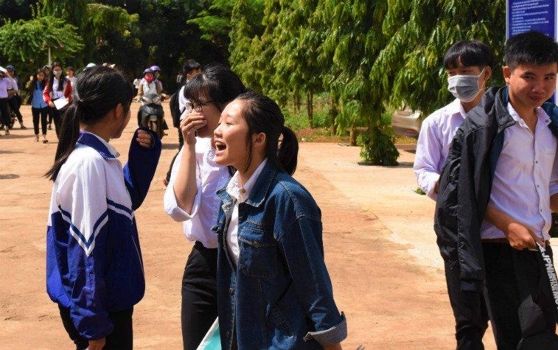 Niềm vui làm được bài thi môn Ngữ văn của các thi sinh tại điểm thi ở Gia Lai