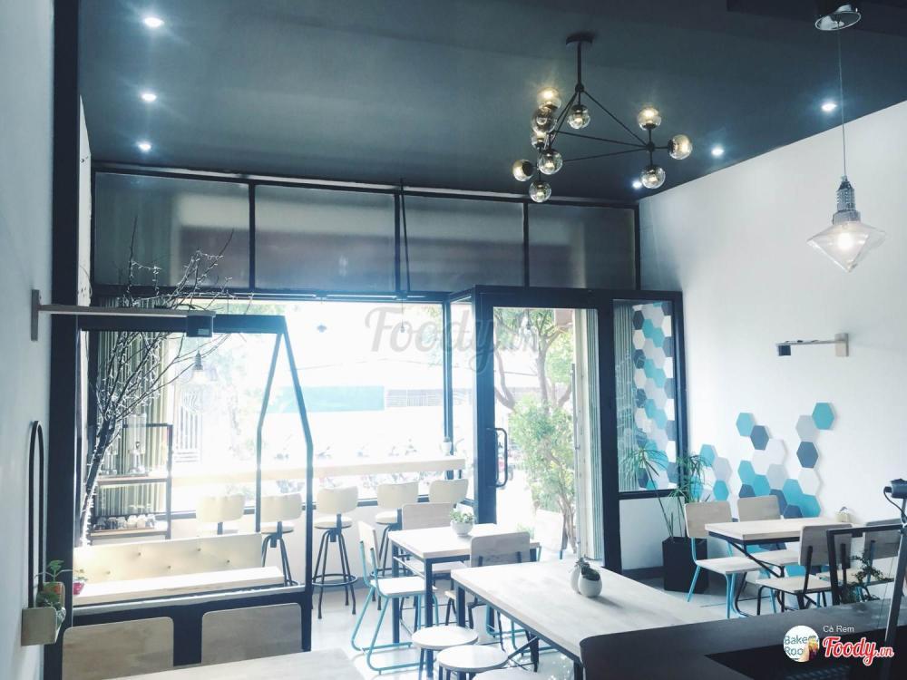 Không gian với tông màu trắng xanh nhẹ nhàng hẳn sẽ giúp bạn thư giãn sau một ngày làm việc căng thẳng.