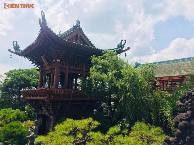 Không phải là một công trình cổ, nhưng với kiến trúc độc đáo, vẻ đẹp uy nghiêm, hàng năm chùa Minh Thành đón hàng nghìn lượt khách tham quan và dâng hương.