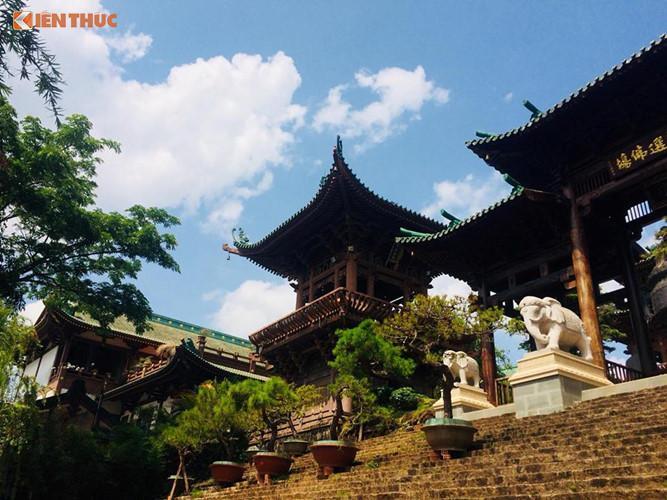 Chùa Minh Thành được xem là điểm tham quan hấp dẫn của thành phố Pleiku (tỉnh Gia Lai). Chùa được xây dựng từ năm 1964, đến năm 1997 được xây mới với nhiều công trình tráng lệ.