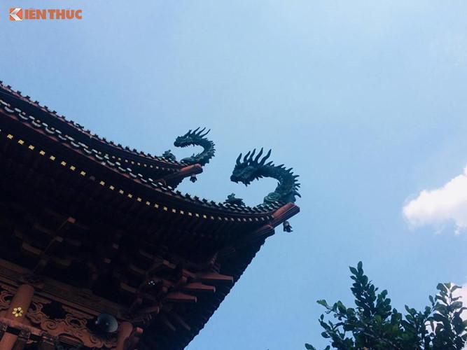 Không giống như những ngôi chùa khác mang đặc trưng của phật giáo Tiểu thừa, chùa Minh Thành chịu ảnh hưởng nhiều từ kiến trúc Trung Quốc và Nhật Bản.