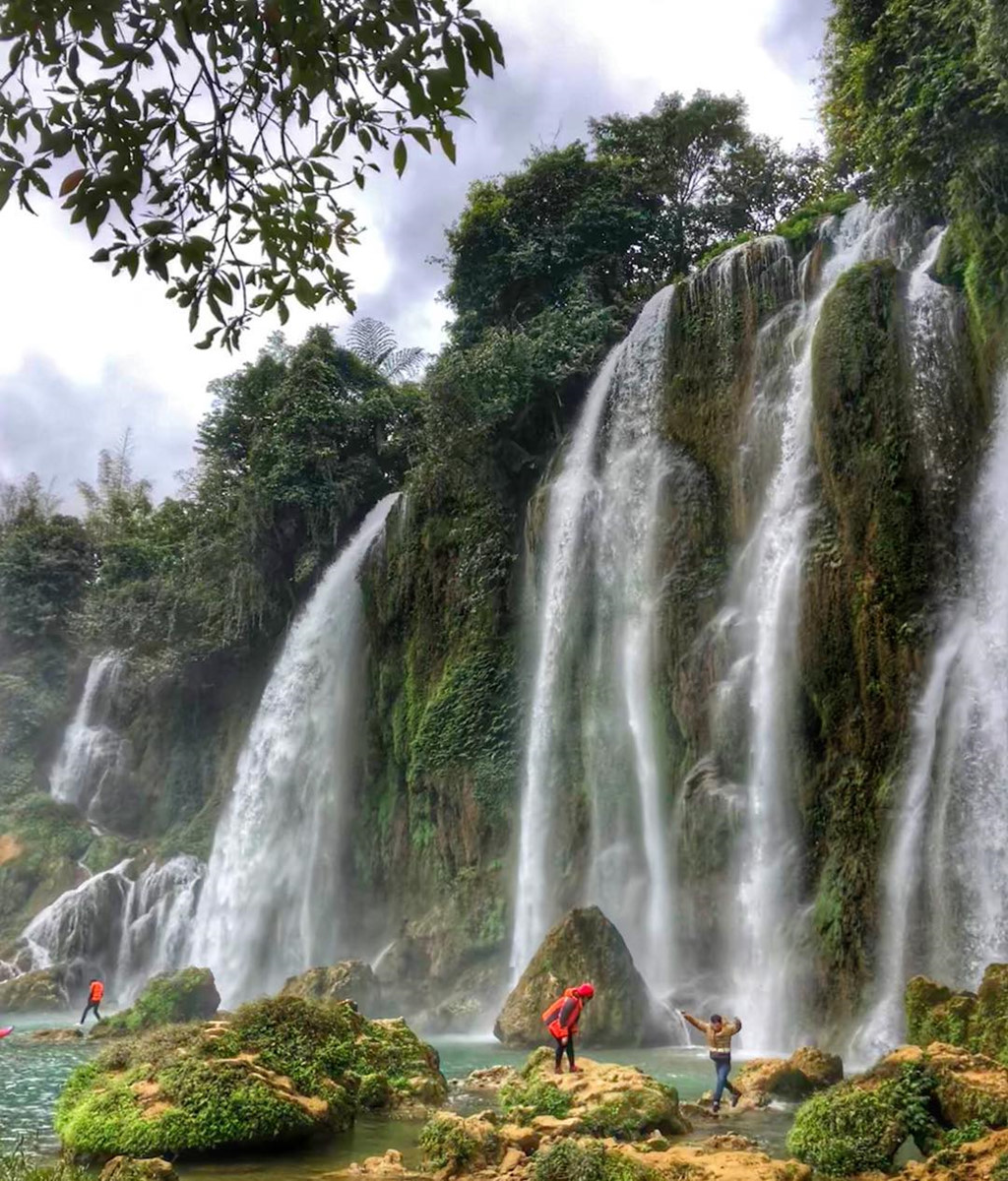 Thác Bản Giốc bao gồm ba tầng thác, rộng khoảng 208 m và cao 70 m. Ảnh: @grandpasox.