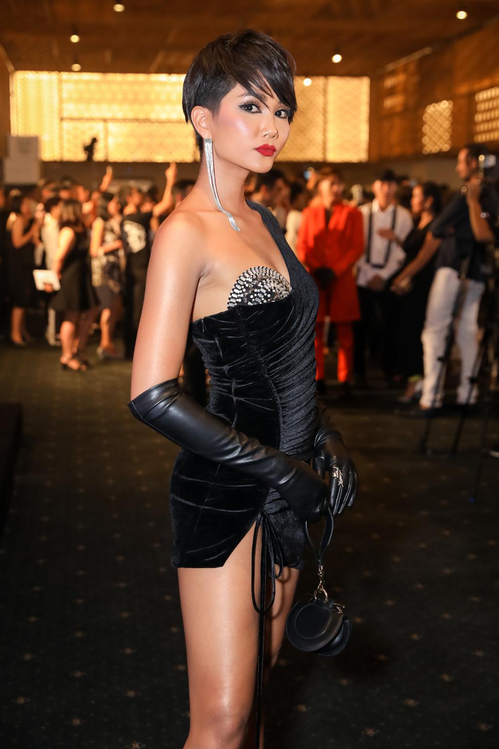 Là hoa hậu Việt duy nhất sở hữu mái tóc tém cá tính ở thời điểm này, H