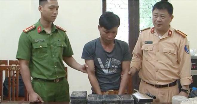 Chu Văn Ninh bị bắt quả ta.ng cùng 26 bánh he.roin giấu trong hành lý ngồi trên xe khách.