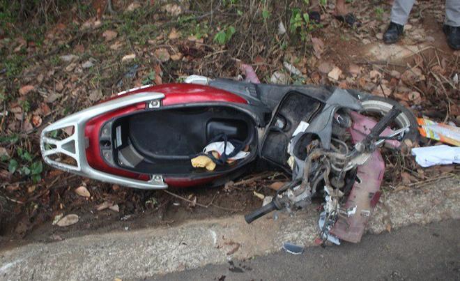 Chiếc xe máy hư hỏng nặng, 2 cô cháu tử vong