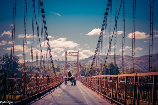 Đứng trên cầu Kon Klor nhìn xuống có thể thấy hết cảnh sắc Kon Tum trong tầm mắt. (Nguồn: Le Anh Tuyen)