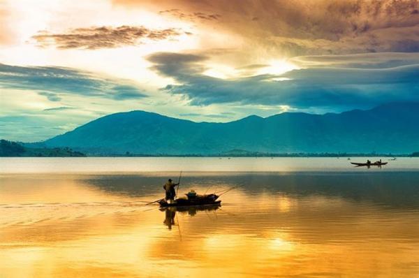 Vẻ đẹp mê hồn của Hồ Lắk đã làm say đắm biết bao du khách có cơ hội đến thăm nơi đây. (Nguồn: Sưu tầm)