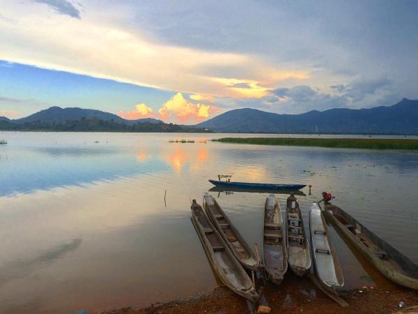 Một thoáng yên bình ở Hồ Lắk. (Nguồn: @elastravellingblog)